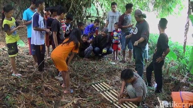 Evakuasi 3 Buaya Muara di Pekalongan Terkendala Air Sungai Penuh