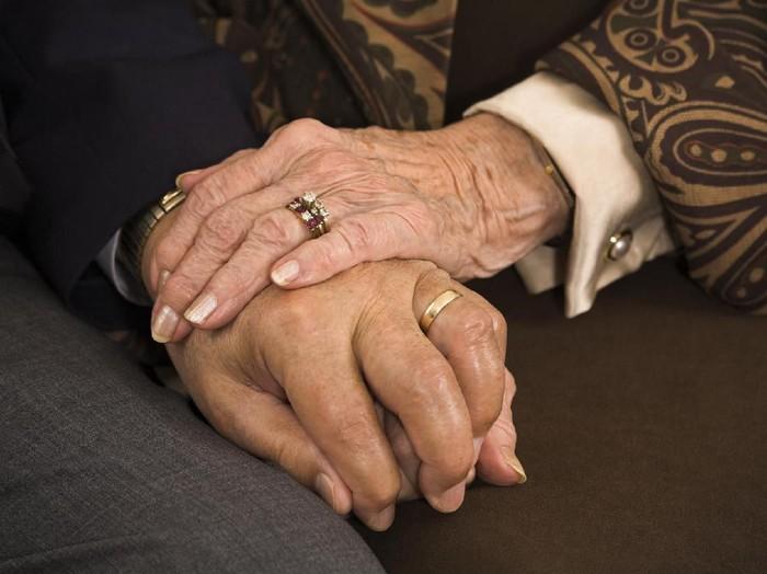 Ilustrasi lansia menikah (Foto: iStock)