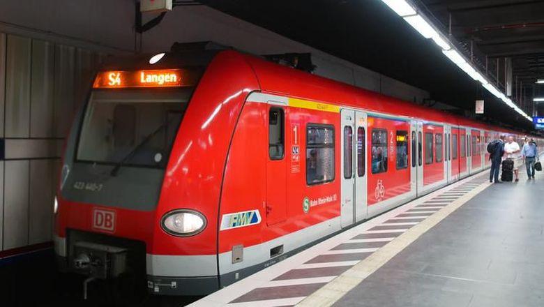 Kereta bandara di kota Frankfurt, Jerman dinamakan Frankfurt S-Bahn. Waktu tempuh dari Frankfurt International Airport ke tengah kota hanya memakan waktu 11-12 menit.Foto: Dok. TranToTheAirport.com