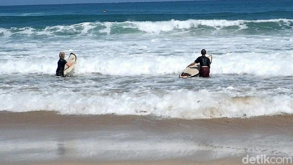 Asyik! Pantai Pulau Merah Banyuwangi Gelar Kompetisi Surfing