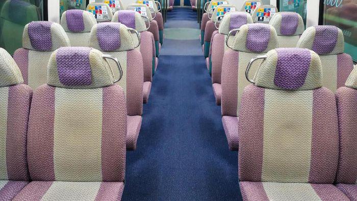 Hong Kong Airport Express bisa menjadi transportasi andalan menuju Hong Kong International Airport. Kereta ini sangat nyaman dan juga menyediakan ruang yang luas dan aman untuk menyimpan koper atau barang bawaan penumpang.Foto: Dok. TranToTheAirport.com