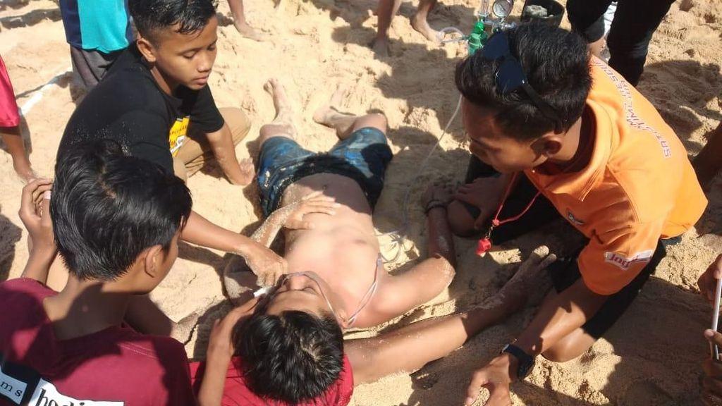 Astaga! Ratusan Wisatawan Pantai Gunungkidul Tersengat Ubur-ubur