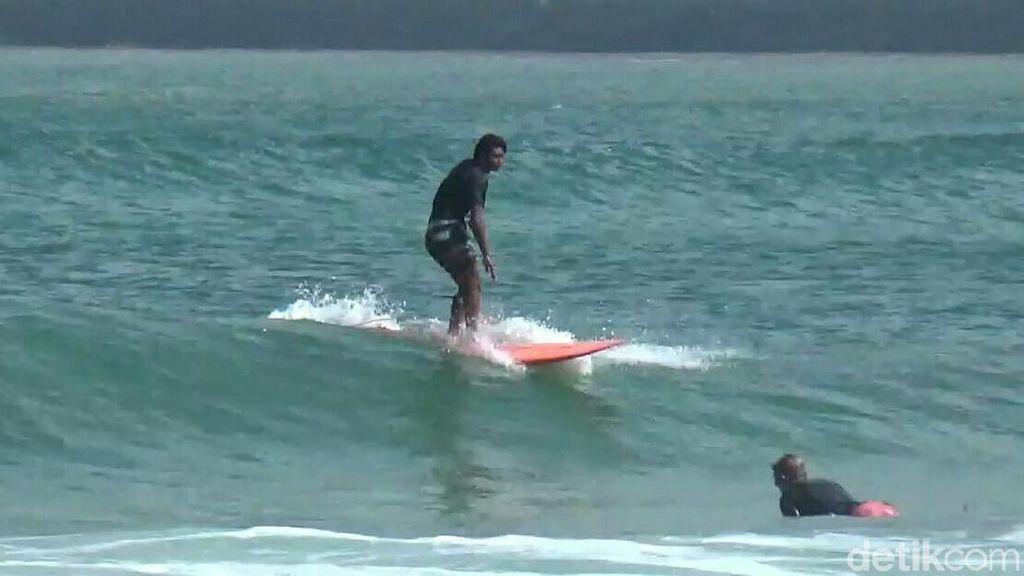Kompetisi Surfing Kembali Digelar di Pantai Pulau Merah, Banyuwangi