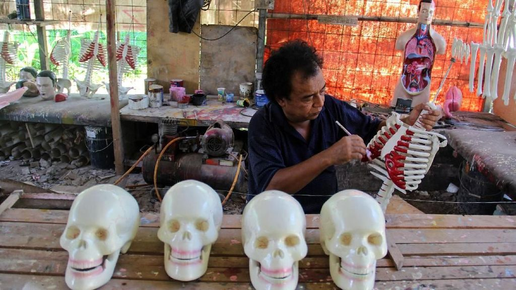 Mengintip Proses Pembuatan Manekin Anatomi untuk Keperluan Medis