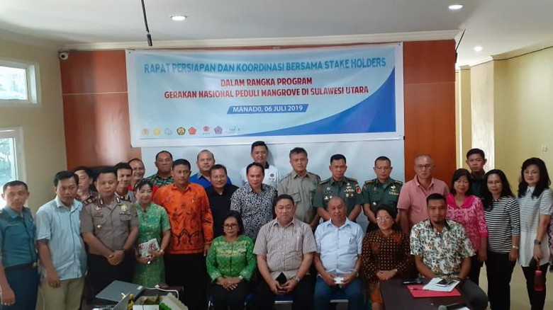 OASE Kabinet Kerja Tanam Mangrove untuk Mitigasi Bencana di Manado