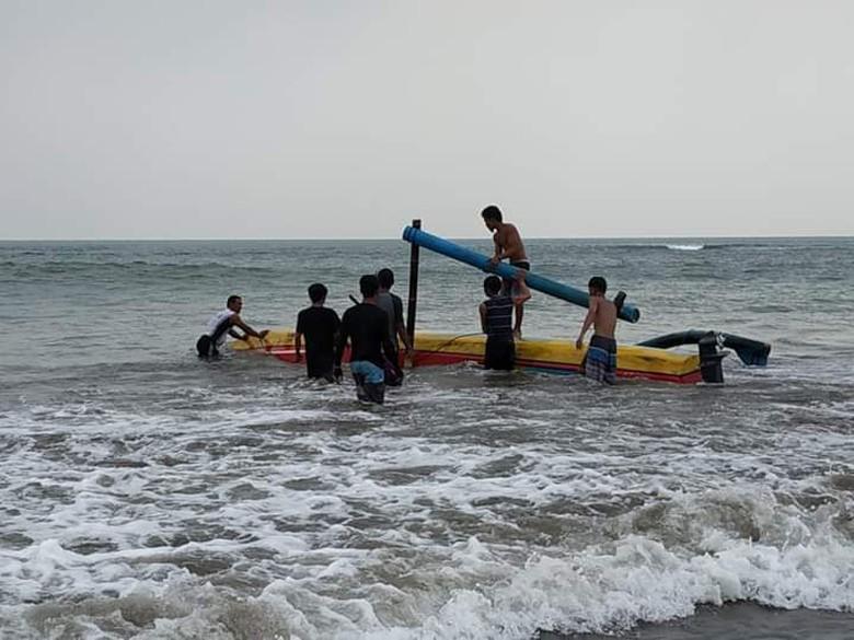 wisata perahu di jogja Perahu Terbalik Di Anyer Seorang Wisatawan Tewas Tenggelam
