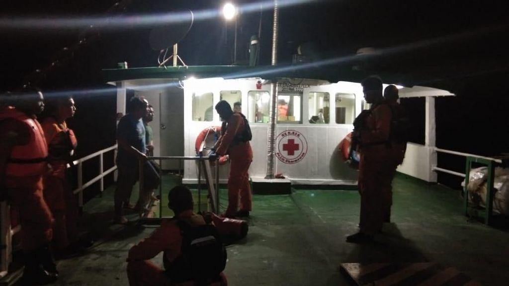 Basarnas Evakuasi Kru RS Apung Gratis yang Mati Mesin di Manokwari