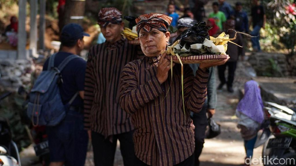 Antusias Warga Ikut Serta Ramaikan Pesta Gecok Kambing di Ungaran