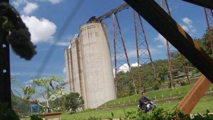 Silo bekas tempat penyimpanan batubara di Kota Sawahlunto, Sumbar yang masih merupakan aset PT Bukit Asam unit pertambangan Ombilin, menjadi salah satu bukti kejayaan tambang batubara Sawahlunto pada masa lalu
