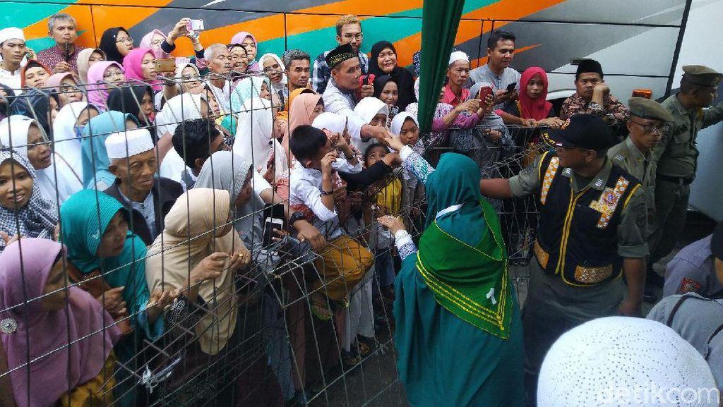 Tangis Haru Warnai Keberangkatan Kloter Pertama Haji Ciamis