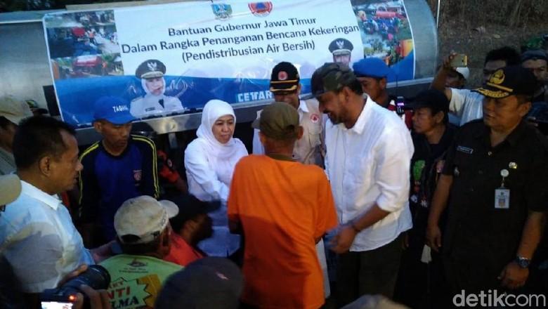 Gubernur Khofifah Berikan Bantuan Air Bersih untuk Warga Ponorogo