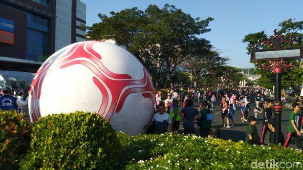 Bola Raksasa Sambut Acara ASEAN School Games di Semarang