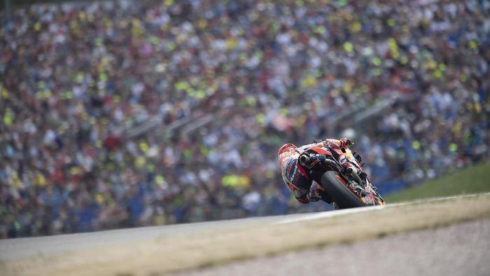 Marc Marquez tercatat merebah hingga 66 derajat di latihan bebas MotoGP Jerman. (Foto: Mirco Lazzari gp/Getty Images)