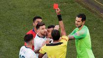 Pertikaian Messi dan Medel yang Berujung Kartu Merah