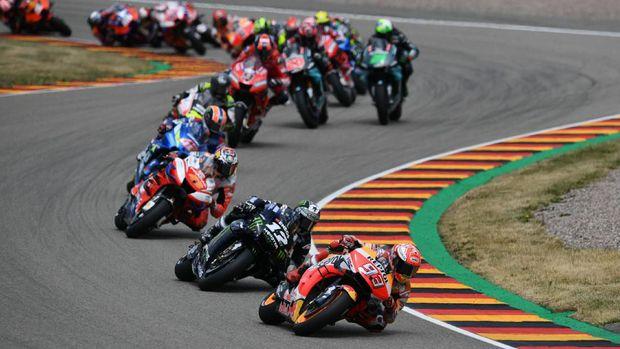 Marquez masih terlalu kuat di depan. (