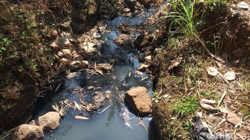 Sungai di Semarang Hitam Berlendir, Tanggung Jawab Siapa?