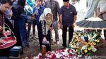 Duka dan Air Mata Iringi Proses Pemakaman Sutopo Purwo Nugroho