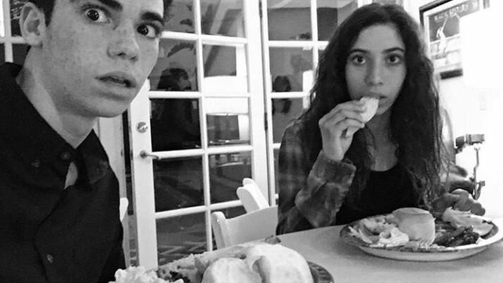 Mengenang Kepergian Cameron Boyce yang Suka Makan Bareng Keluarga dan Sahabat