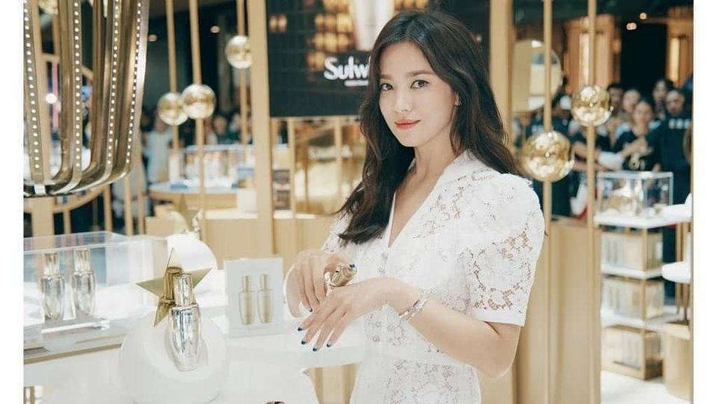 Wajah Segar Song Hye Kyo yang Muncul Perdana di Publik Pasca Digugat Cerai