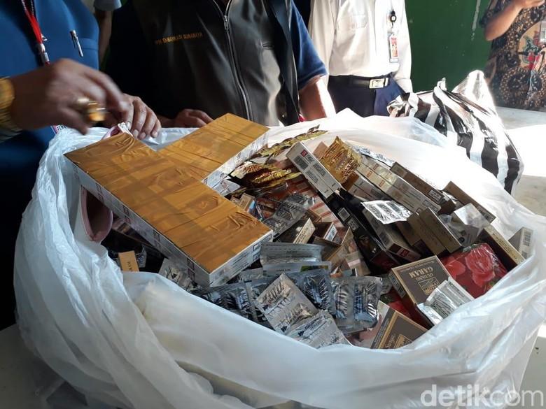 Panitia Haji Surabaya Sita Rokok Hingga Tisu Magic Calon Jemaah