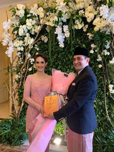 Tsamara Amany tunangan dengan profesor NYU Ismail Fajrie Alatas.
