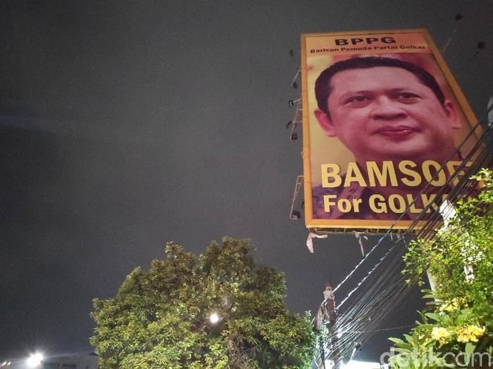 Baliho Bamsoet For Golkar 1 muncul di sejumlah titik di Jakarta. (Matius Alfons/detikcom)