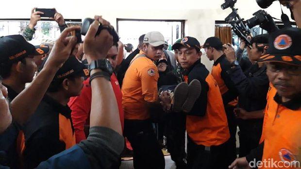 Jenazah Sutopo BNPB Tiba di Rumah Duka, Ibunda Pingsan