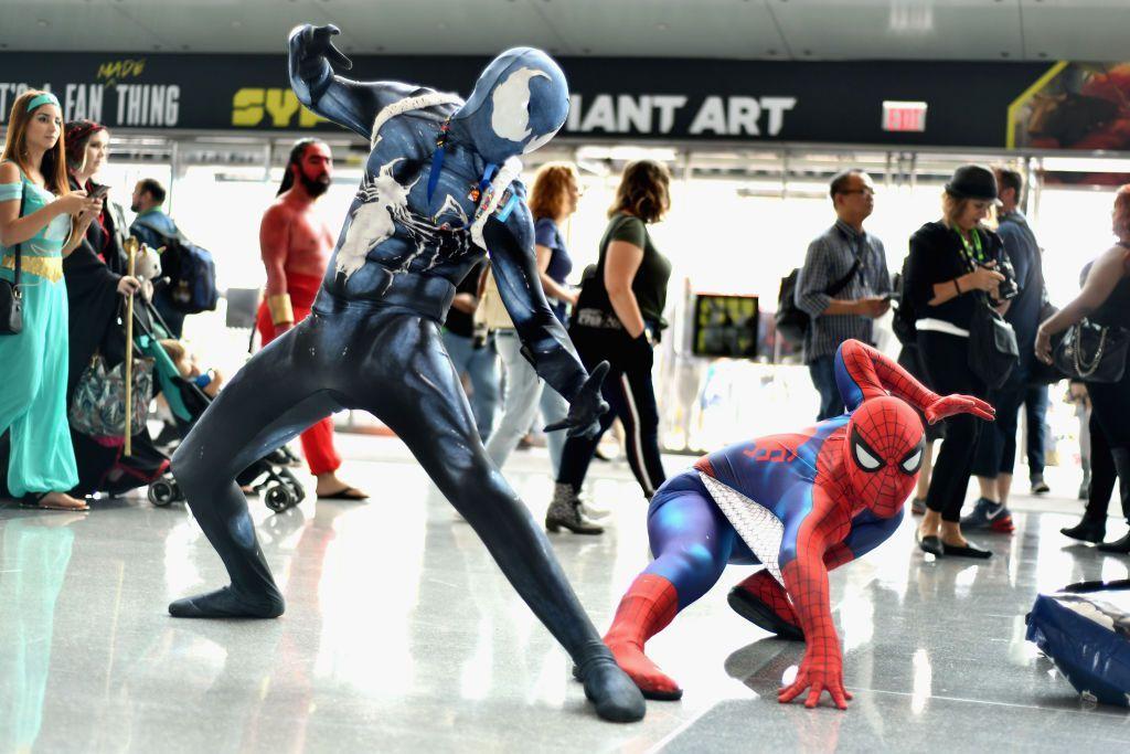 Aksi para cosplayer ini sudah mirip yang asli belum? (Foto: Noam Galai/Getty Images for New York Comic Con)