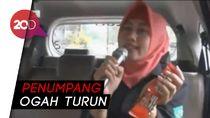 Ketika Taksi Online Disulap Jadi Ruang Karaoke