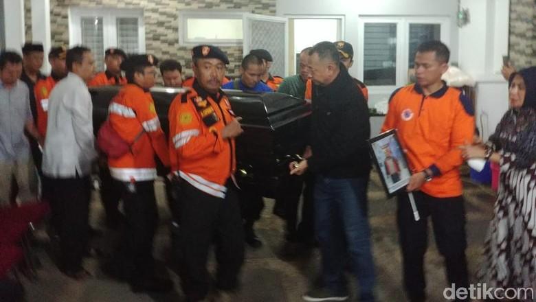 Usai Disalatkan di Rumah Duka, Jenazah Sutopo Diberangkatkan ke Bandara Soetta