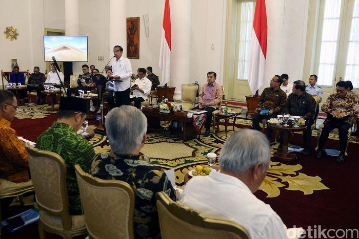 Sebab, kata Jokowi, nilai ekspor dan impor pada periode Januari hingga Mei 2019 justru menurun.
