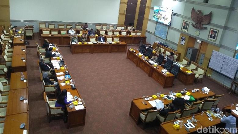 Presiden Jokowi Diminta Tunda Pelantikan Komisioner KPI
