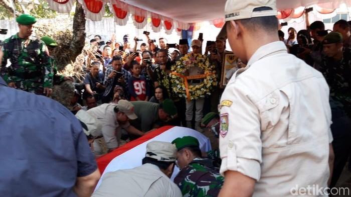 Pemakaman Sutopo Purwo Nugroho (Foto: Ragil Ajiyanto/detikcom)