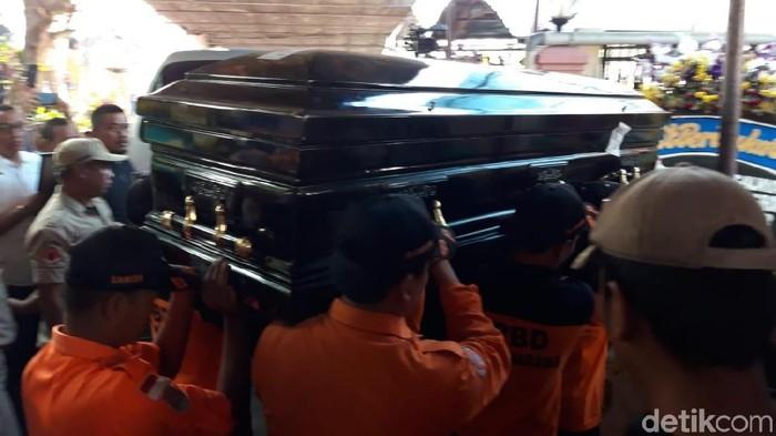 Jenazah Sutopo tiba di rumah duka di Boyolali. (Foto: Ragil Ajiyanto/detikcom)