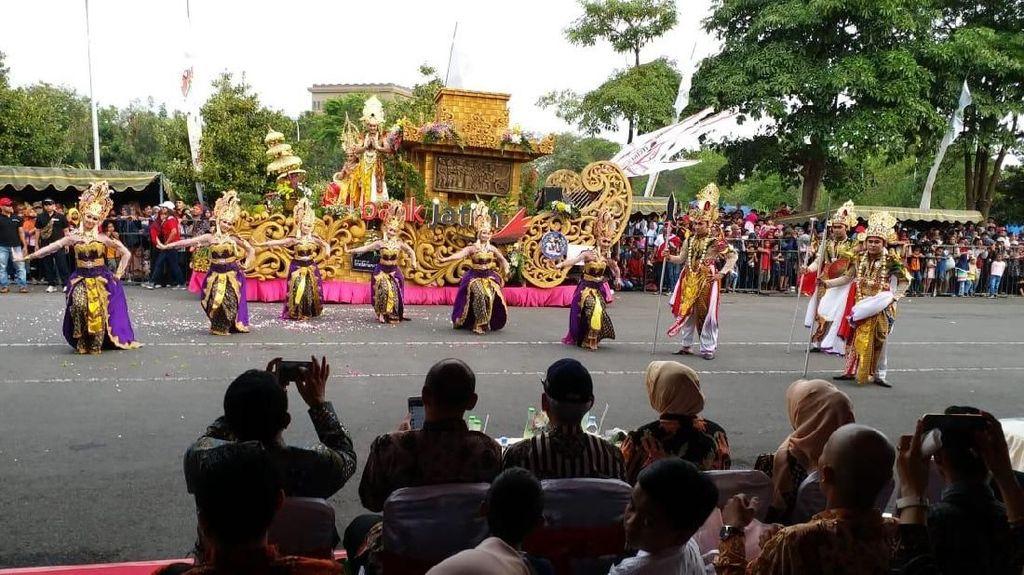 Parade Budaya dan Mobil Hias Pukau Ribuan Orang di Kediri