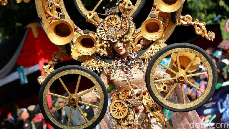 Blue Fire Ijen Hingga Banyuwangi Ethno Carnival Ramaikan Event di Bulan Juli