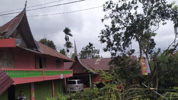 Puting Beliung Sempat Terjang Agam Sumbar, 6 Bangunan Rusak