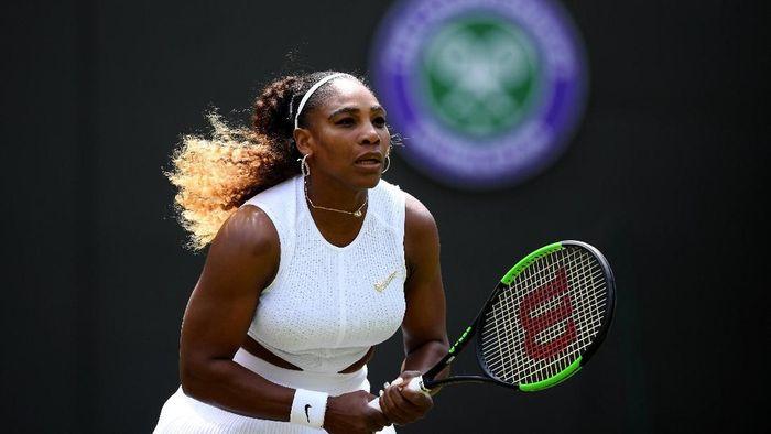 Serena Williams didenda Rp 141 juta karena merusak salah satu lapangan di Wimbledon (Foto: Shaun Botterill/Getty Images)