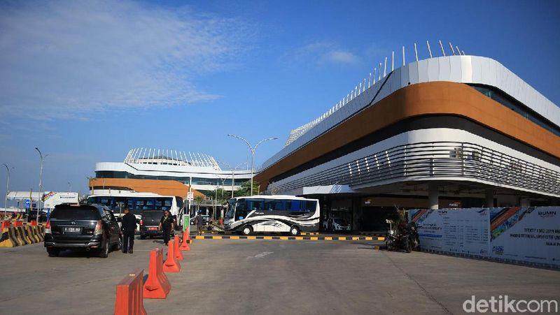Setelah diresmikan oleh Presiden Jokowi awal Maret 2019, terminal dan dermaga eksekutif Merak - Bakauheni kian bersolek memanjakan traveler. Inilah Terminal Eksekutif Merak Sosro di Banten (Randy/detikcom)