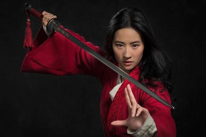Pesona Liu Yifei dalam trailer Mulan yang baru saja dirilis berhasil menarik perhatian. Aktris cantik yang satu ini punya hobi makan es krim. Foto: Instagram @liuyifeibar