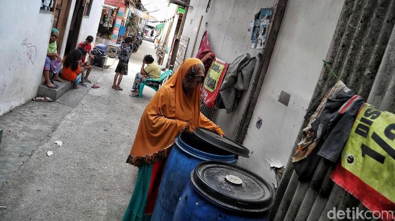 Melihat Kehidupan Warga Kampung Penadah Hujan Saat Kemarau
