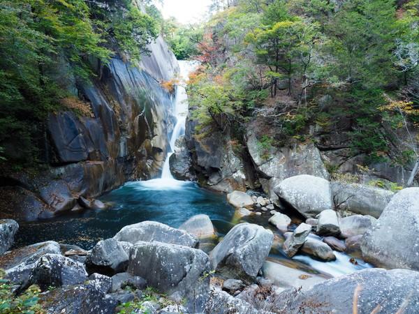Gunung Mitake di pegunungan Taman Nasional Chichibu-Tama-Kai juga tak kalah oke. Banyak air terjun cantik di sepanjang jalur trekking. (iStock)