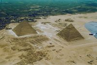 Piramida Giza yang Ternoda