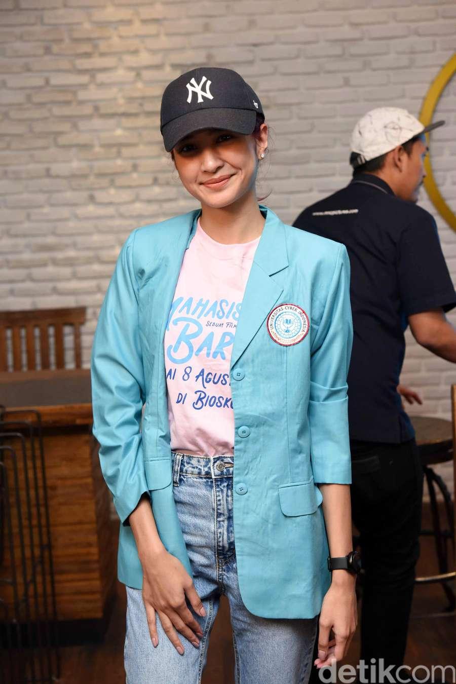 Senyum Mikha Tambayong, Si Maba Harvard