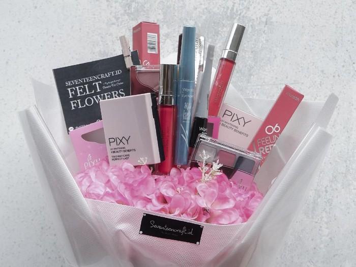 Buket isi skincare dan makeup. Foto: dok. pribadi @seventeencraft.id