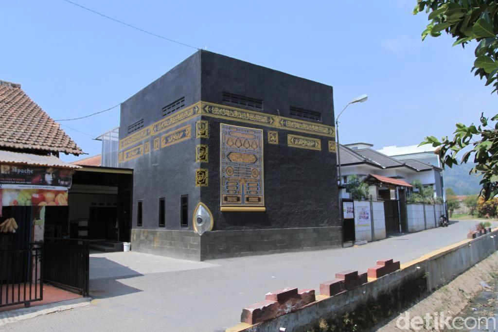 Masjid replika Kabah di Baleendah