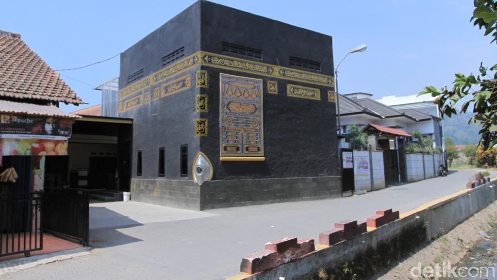 Unik, Masjid Al Majid di Baleendah Ini Dibangun Mirip Kabah