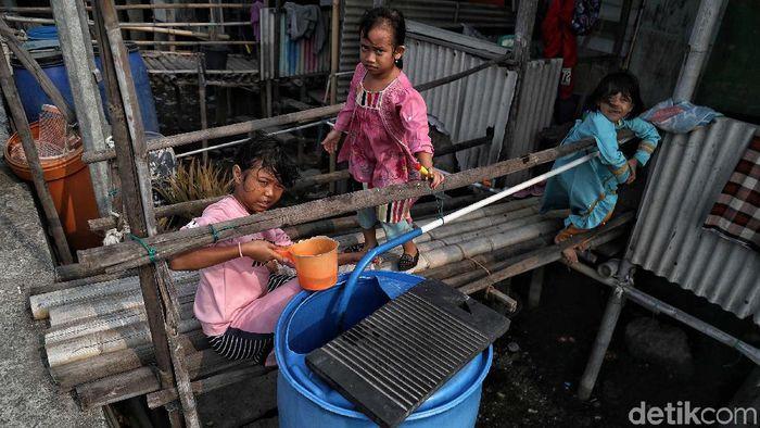 Warga Miskin DKI Sulit Air Bersih