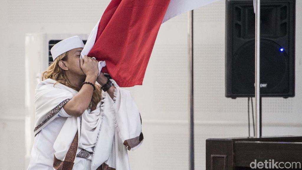 Divonis 3 Tahun Penjara, Habib Bahar Cium Merah Putih