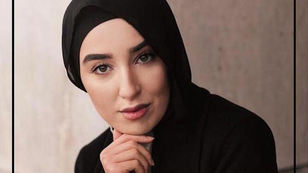 Inspirasi Gaya Hijab Warna Netral ala Hijabers Cantik Swedia Imane